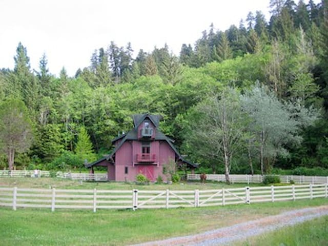 Adjacent to Redwood National Park - Orick - House