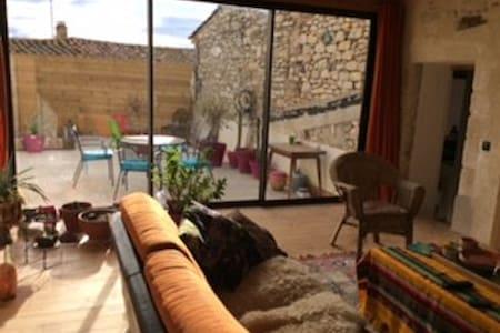 Maison de village T4 belle terrasse - Clarensac - Casa