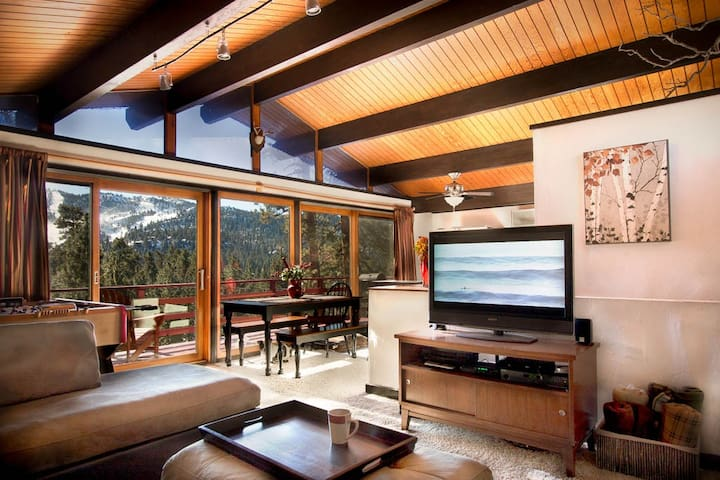 Treehaus Chalet - Panoramic Slope Views! - Big Bear Lake - Houten huisje