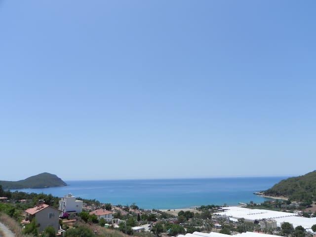 Karaöz'de dağ ve deniz manzaralı 1+1 daire