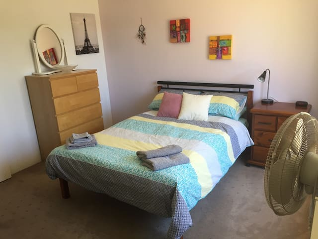 Large Room near Funky Fremantle and Beaches! - Palmyra - Dom