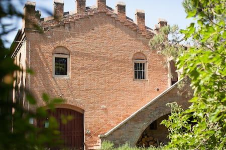 Небольшой замок в Италии, Болонья - Castel San Pietro Terme (BO) - Домик на природе