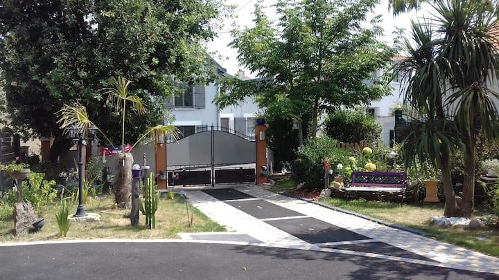 REZE-Logement indépendant 35 m2. 3 personnes