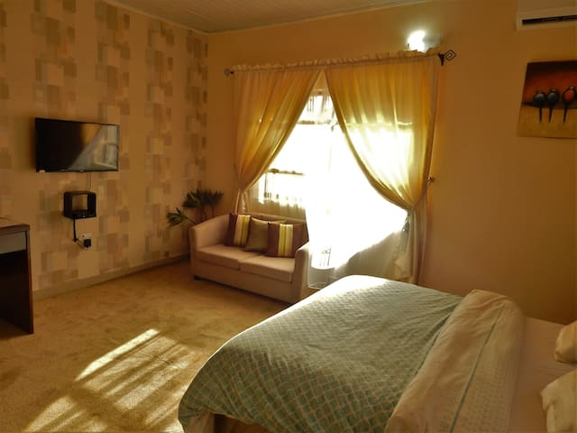 Private DeluxeRoom at Redwood place - Abuja - Wohnung