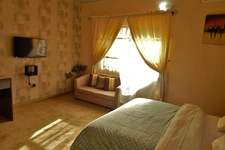 Private DeluxeRoom at Redwood place - Abuja