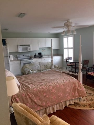 Carriage house apartment in beautiful community. - Tallahassee - Guesthouse