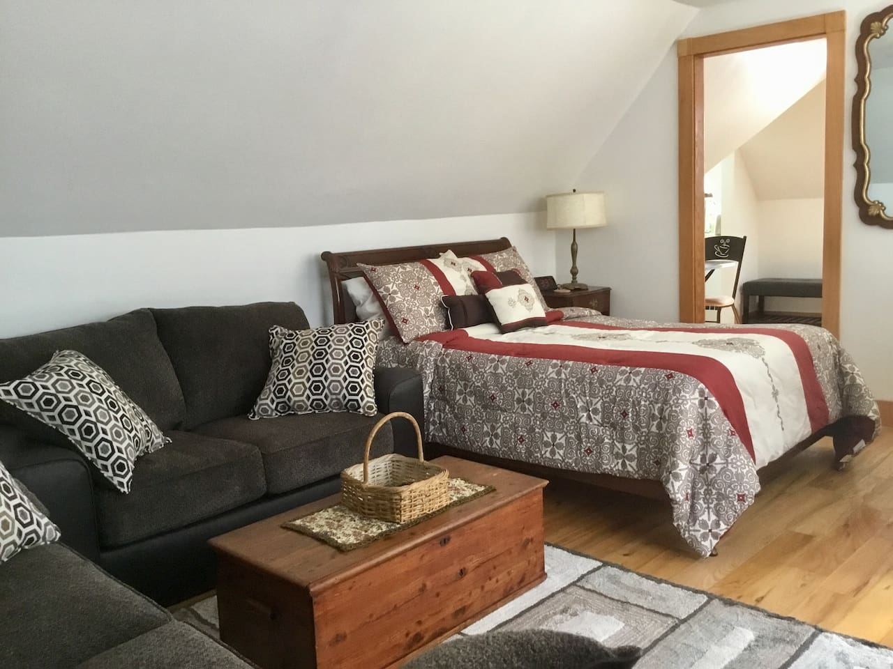 Enjoy your own sweet suite (living room/bedroom combo, kitchenette, and private bath) located in  historic WECAN neighborhood central to Downtown, the River Arts District, South Slope, and hip West Asheville.