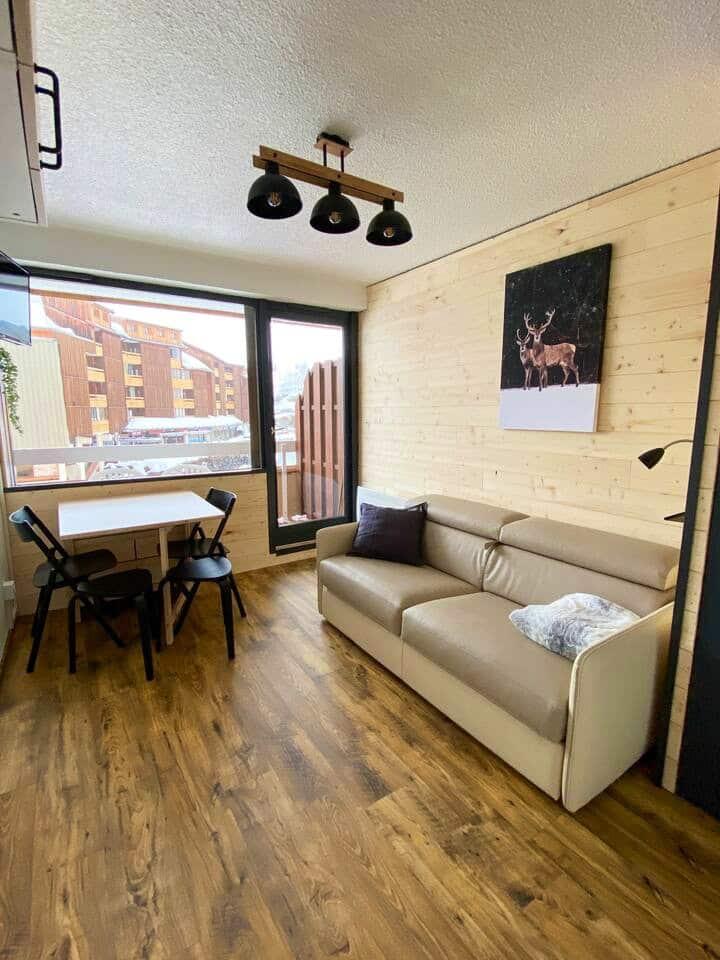Studio + balcon, refait à neuf, pieds des pistes !