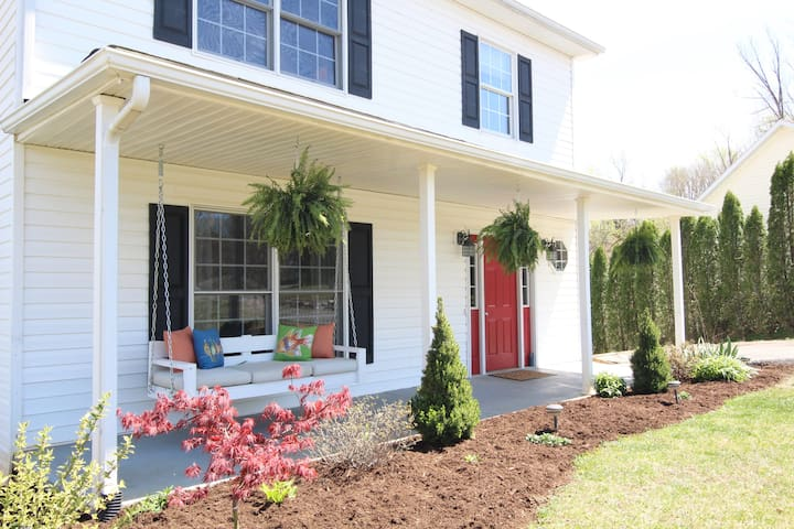 Commencement Stay - Monroe - House