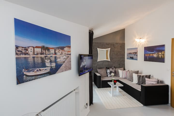 A2 modern luxury apt with balcony and sea view