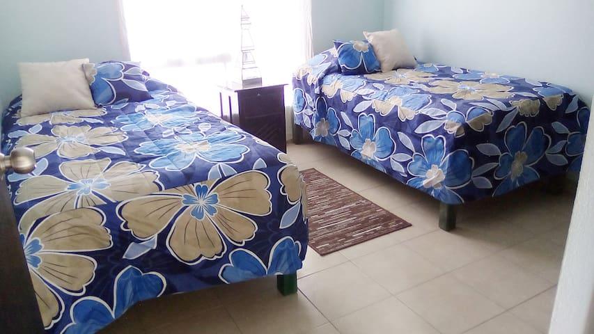 Habitación luminosa, cómoda y agradable.