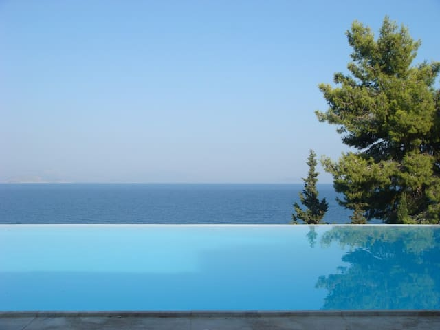 VILLA HOUSE 1 SPLENDID VIEWS, POOL  - Xiropigado - Ev