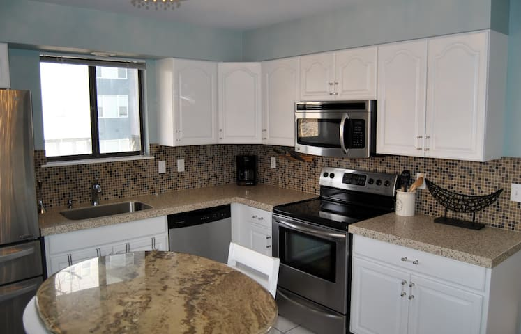 Gorgeous 5BR Near Downtown w/ Private Patio + BBQ!