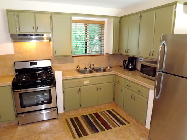 Full kitchen with all new stainless appliances