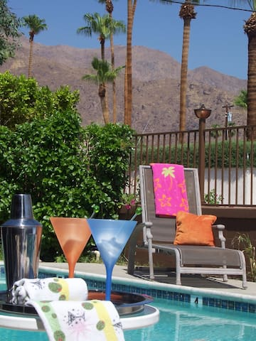 Charming Retro Modern Decor w/patio - Palm Springs - Lägenhet