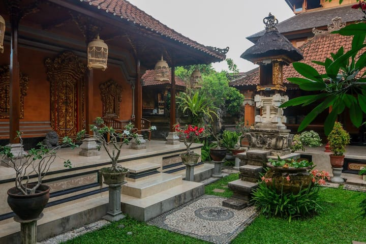 FLASH SALE! SEKARWARU HOMESTAY