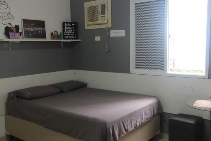 Quarto amplo  suite em Santos Casa estilo pousada