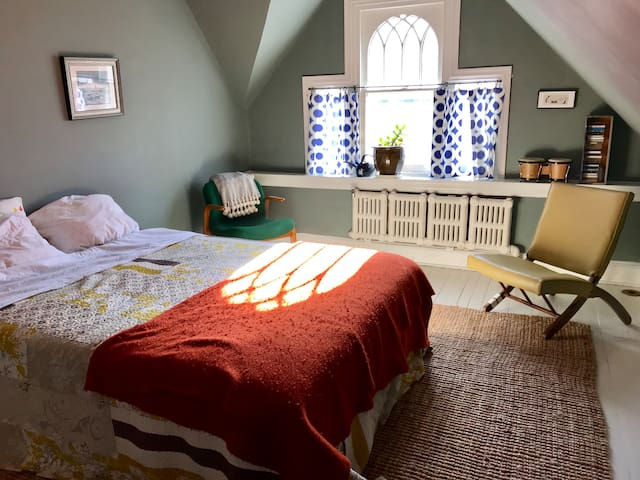 Charming suite (2 rooms, 1 bath) in quiet nabe