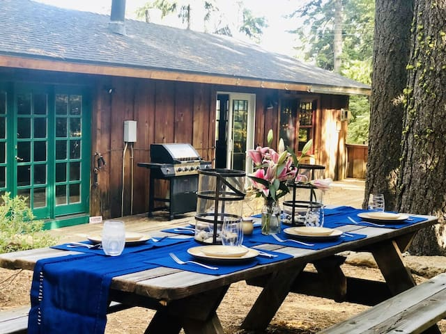 Fairway Cottage - Private Hot Tub, Dog-Friendly, Easy Walk into Tahoe City