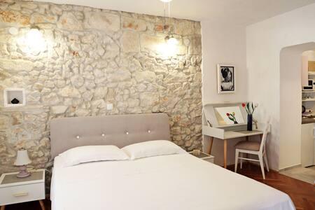 Pinta Apartments Lumbarda (2 per./B)
