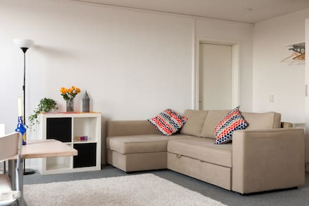 Affordable Couch for young traveler - Malmö - Daire