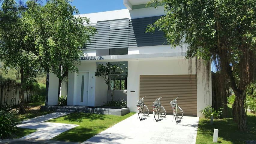 James and Jen's Ocean Villa in Da Nang Golf Club - Da Nang
