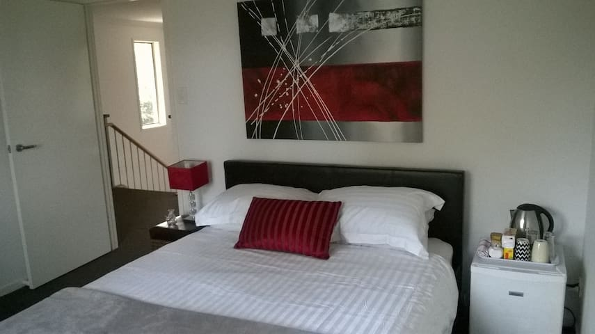 Boutique room, free wifi, breakfast - Brisbane
