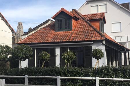 Maison authentique plein centre avec jardin!