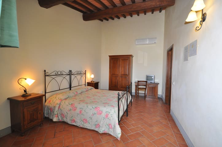 Beautiful double room in the tuscany countryside
