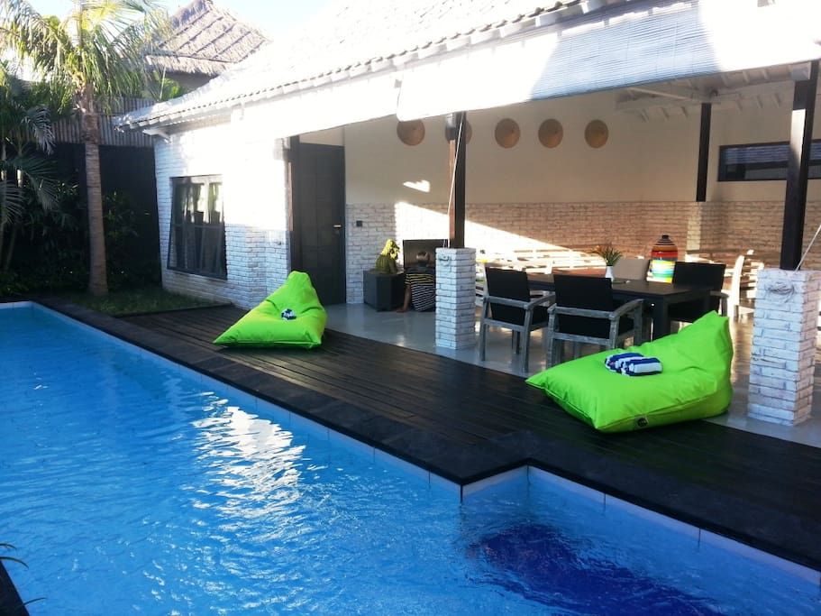 Open Living room - private swimming pool -