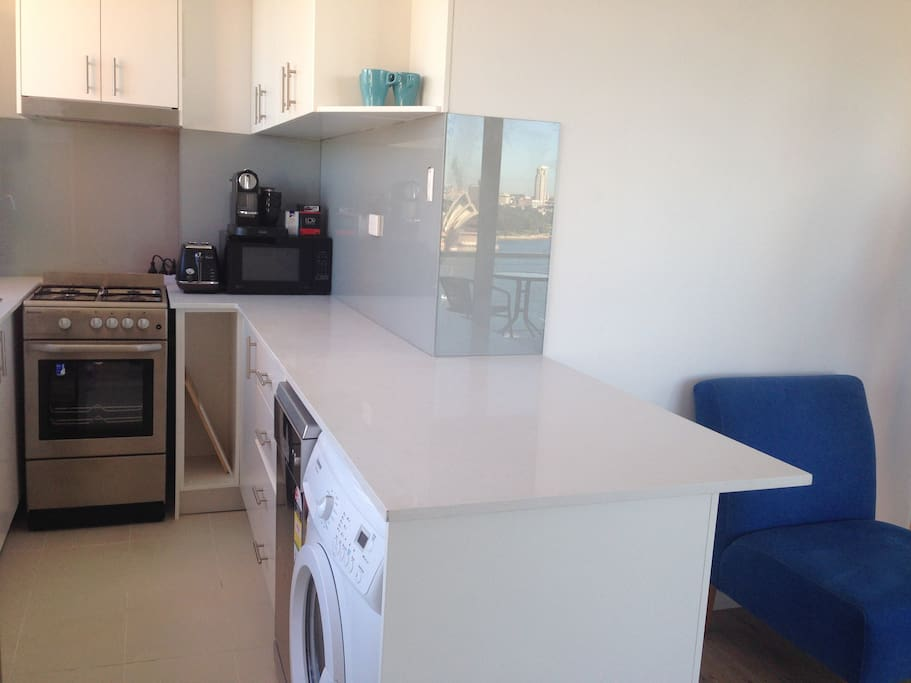Kitchen with all mod cons - dishwasher/ washing machine/ gas cooking