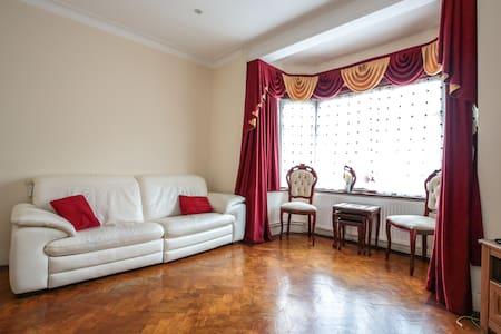 Comfortable double bedroom - 伦敦 - 独立屋