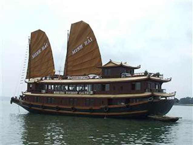Good price for Halong Bay Cruise 2* - Hàng Trống - Boat