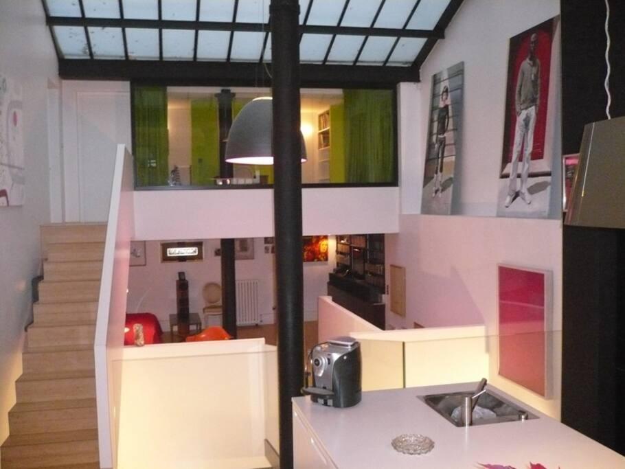 Vue sur salon et cuisine chambre au dessus avec sa salle d'eau