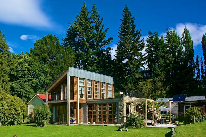 Idyllic home in beautiful park-like grounds