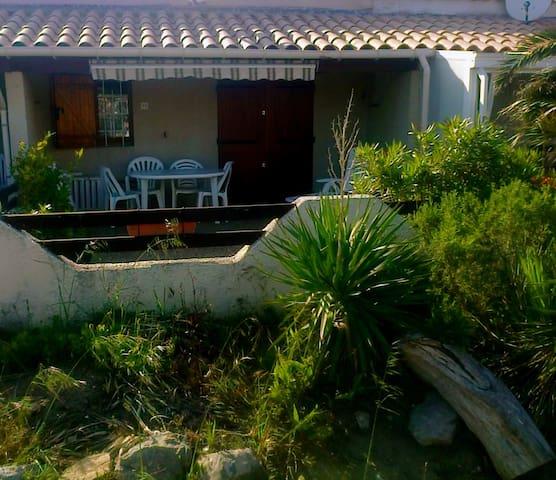 Jolie villa 50 mètres de la plage