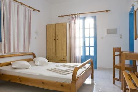 bugdet single room - Santorini