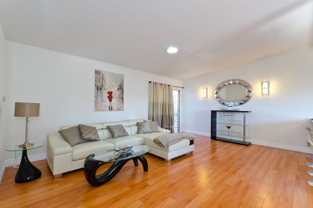 Sleek Modern 2 Bed 2 Bath Oasis In Weho W Parking Apartments For Rent In West Hollywood
