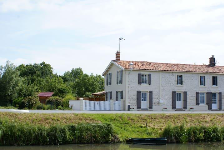 Gîte du Marais des Moines - Damvix - House