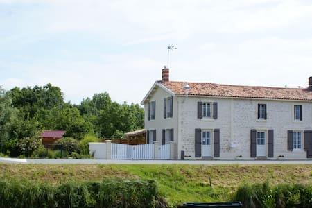 Gîte du Marais des Moines - Damvix - Дом