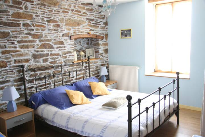 COUESNON - Guest room for 5 - Saint-Ouen-la-Rouërie - Bed & Breakfast