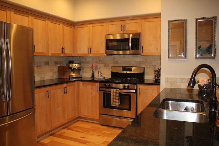Contemporary Get Away Near Portland - Beaverton - Rumah