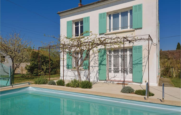 Holiday cottage with 3 bedrooms on 90m² in Piolenc