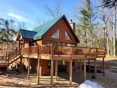 Log Home, Eight Person Hot Tub on Baldwin River!