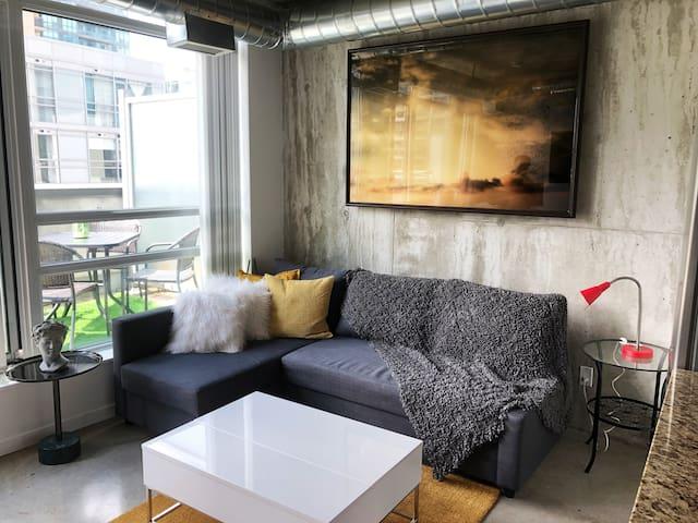 Loft Style Studio in the heart of Art District