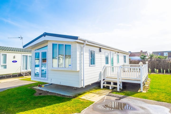 SBL7 - Camber Sands Holiday Park - Sleeps 6 - 2 Full Bathrooms - Private Parking - Dishwasher + Washing Machine