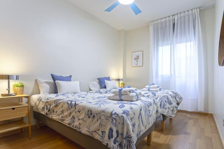2 single beds bedroom