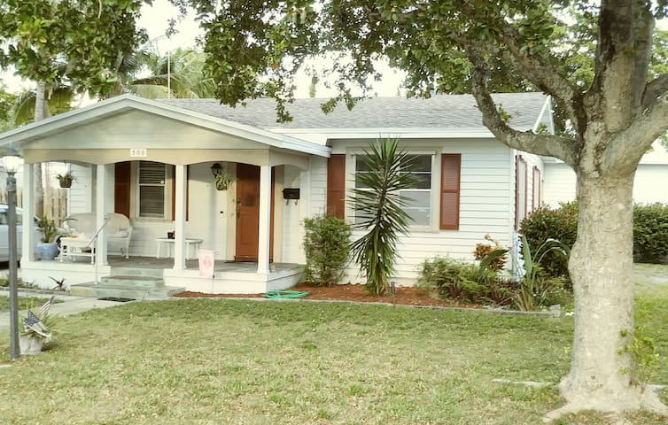 """""""NEW LISTING IN (HISTORIC) OLD POMPANO BEACH"""""""