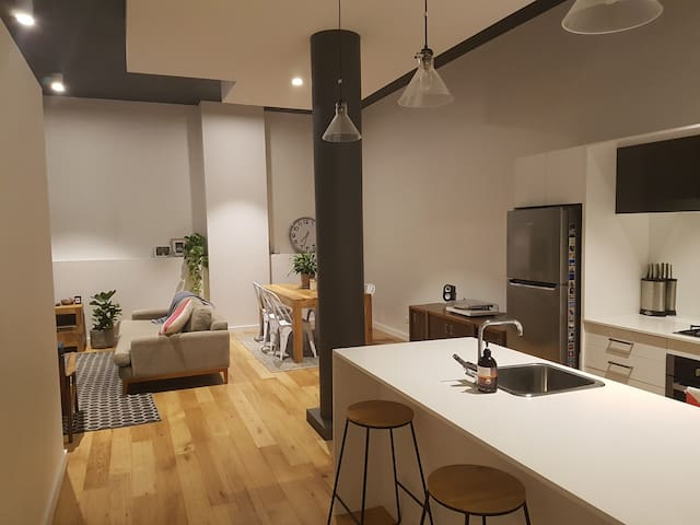 Large 2-bed Warehouse-style Apartment in Newcastle - Newcastle - Daire