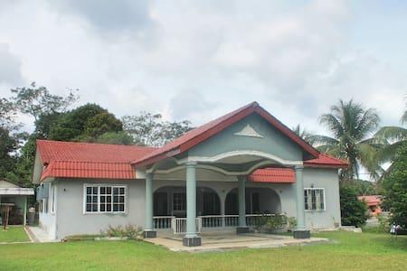 beautiful banglo house 5min to kuala pilah